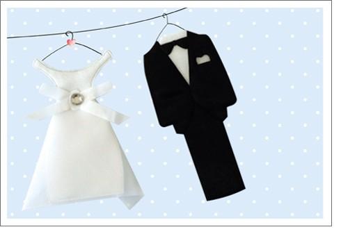 Umschlag. Hochzeitsl. Anzug & Kleid Hand